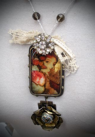 Ice Resin Queen Pendant 2