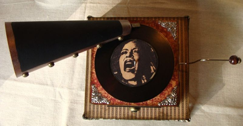 15 Nicole Eccles. Graphic 45 Curtain Call. Altered Art Box Phonograph