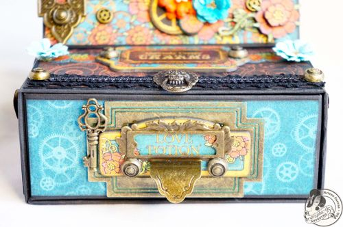 Arlenecuevas_July2013_SteampunkSpells_EaselCardBox_Photo3