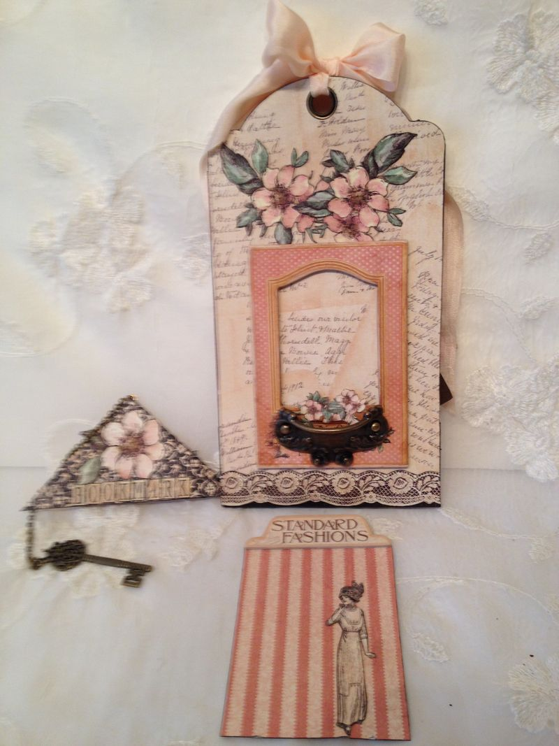 A LADIES DIARY - TAG STAPLES - GRAPHIC 45 - PHOTO DISPLAY - MINI AØBUM - ANNESPAPERCREATIONS - KREATIV SKRAPPING -  5