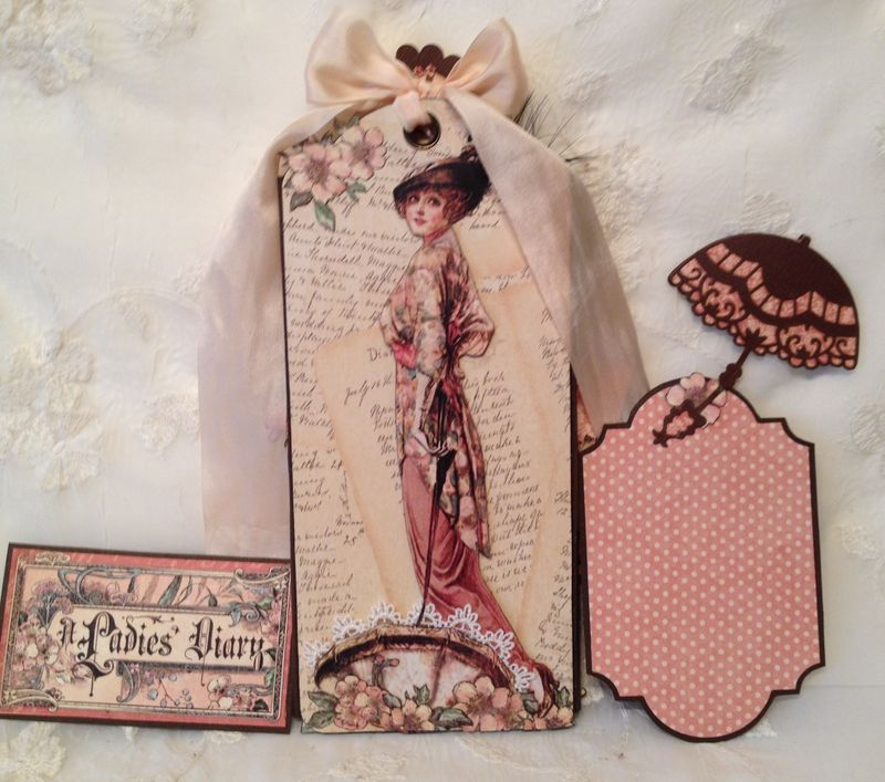 A LADIES DIARY - TAG STAPLES - GRAPHIC 45 - PHOTO DISPLAY - MINI AØBUM - ANNESPAPERCREATIONS - KREATIV SKRAPPING -  6