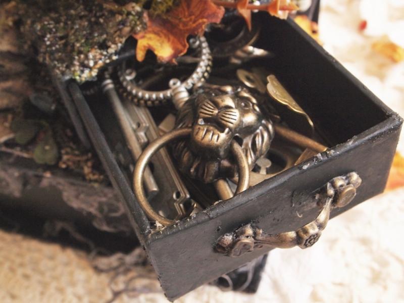 Olga september house of boxes haloween in wonderland (2)