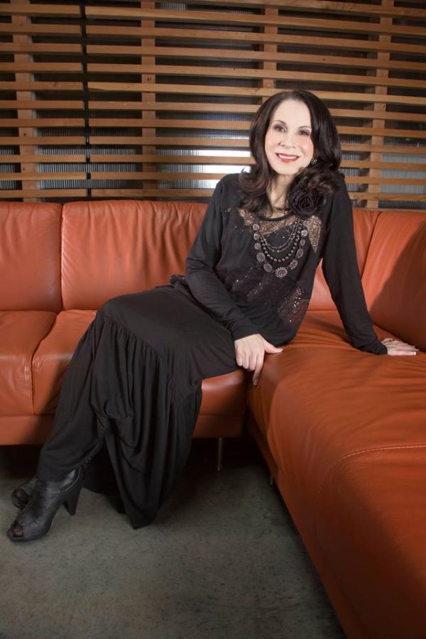 Diane Schultz of Graphic 45