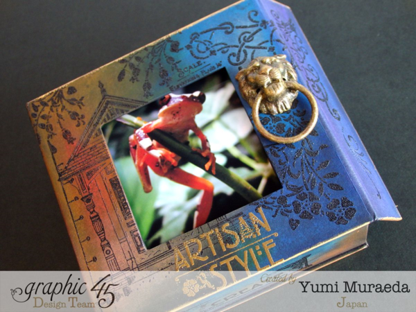 Love the lion knocker on this Artisan Style photo stand by Yumi using our black Mixed Media Box! #graphic45