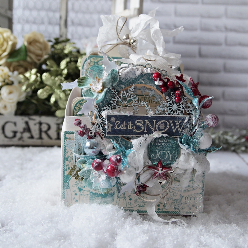 December assigment - olga christmas album with sqare tags and cafe parisian (9)