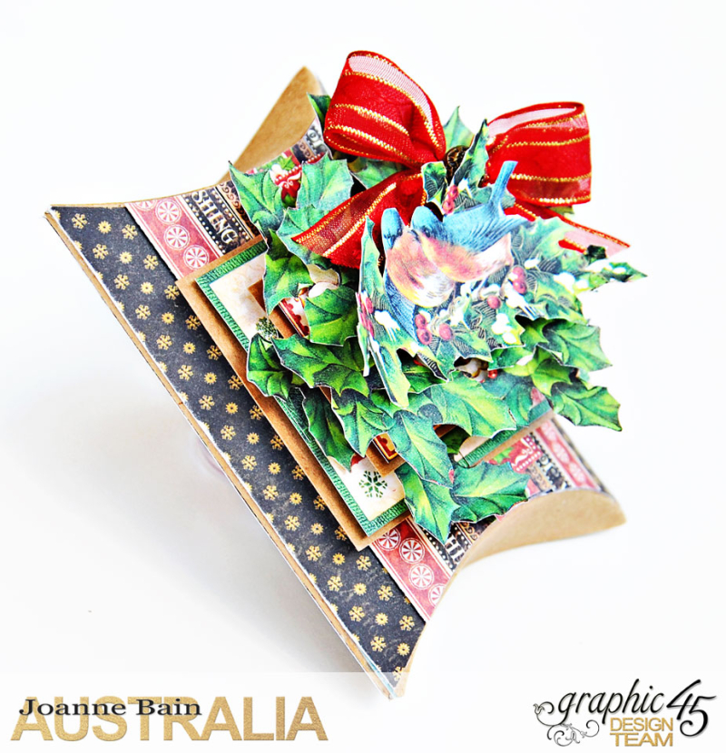 Pillow-Box-Gift,-St-Nicholas,-Tutorial-By-Joanne-Bain,-Product-by-Graphic-45,-Photo-3